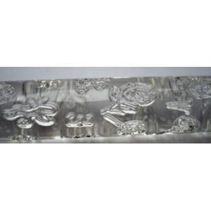 Průhledný strukturální váleček na marcipán se vzorem růžiček
