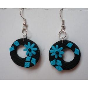 Náušnice FIMO kroužky s kytičkou černo modré