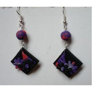 Náušnice FIMO čtverec květy s kuličkou - fialovočerný květ