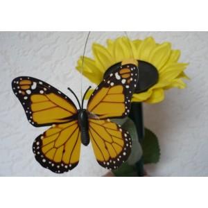 Solární létající motýl na slunečnici Solar Butterlfy Žluťásek